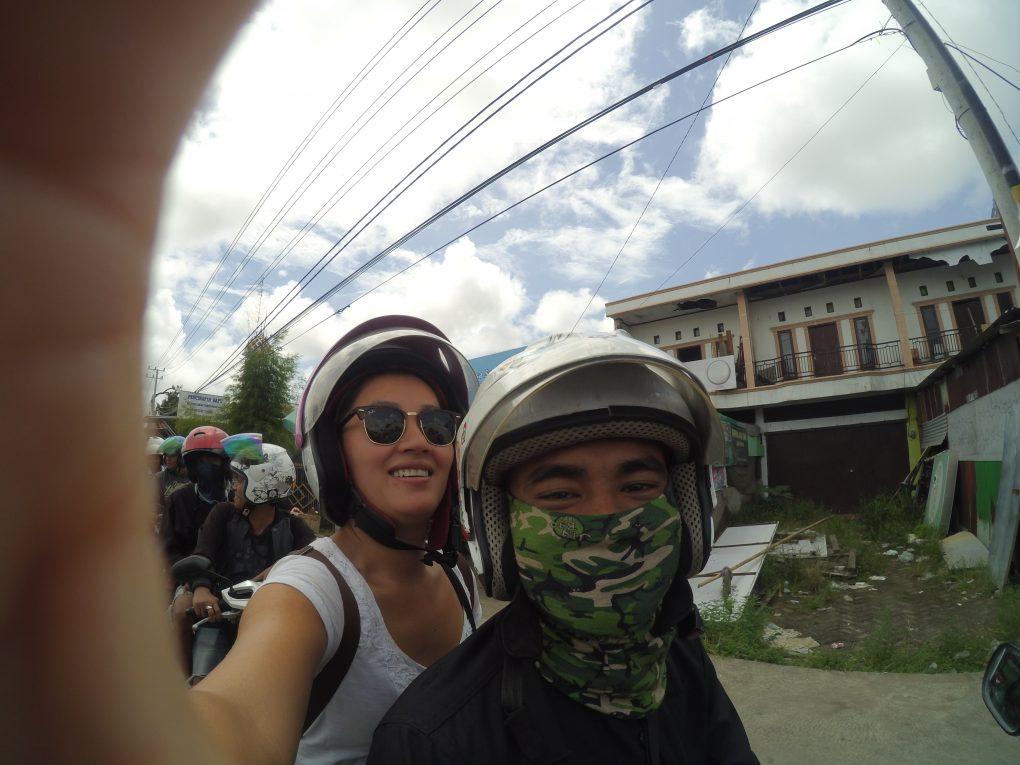 Yun hinten aufm Motorrad in Makassar Sulawesi
